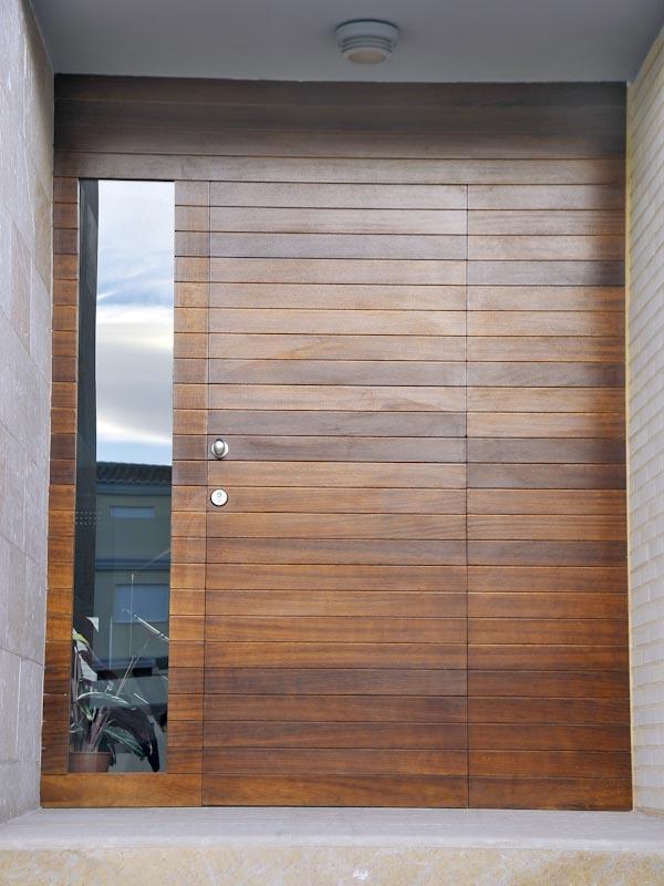 Serranosa madera y creatividad for Puertas madera modernas exterior