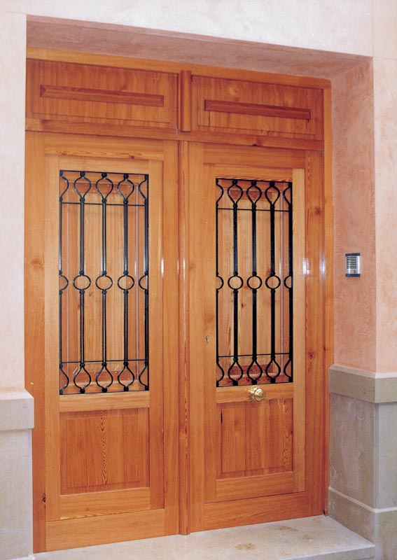 Serranosa madera y creatividad for Puertas dobles de madera