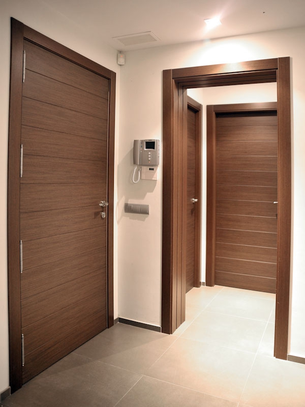 Serranosa madera y creatividad for Puertas en madera para interiores